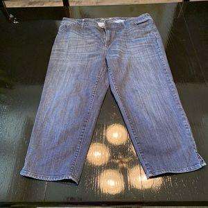 EUC Eddie Bauer Curvy Capri Jeans Size 16
